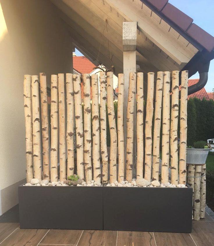 Weiße Birkenstämme für Privatsphäre auf der Terrasse. Hier zu finden: birkend …   – Birke – auch Outdoor