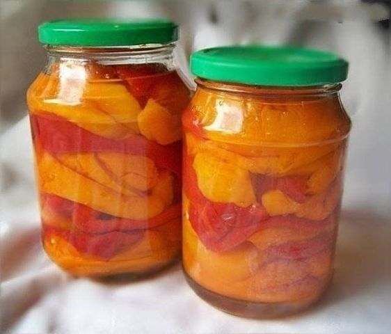 """Салат """"Просто гениальный""""  Ингредиенты: - 1 кг. - капусты - 1 кг. - помидор - 1…"""