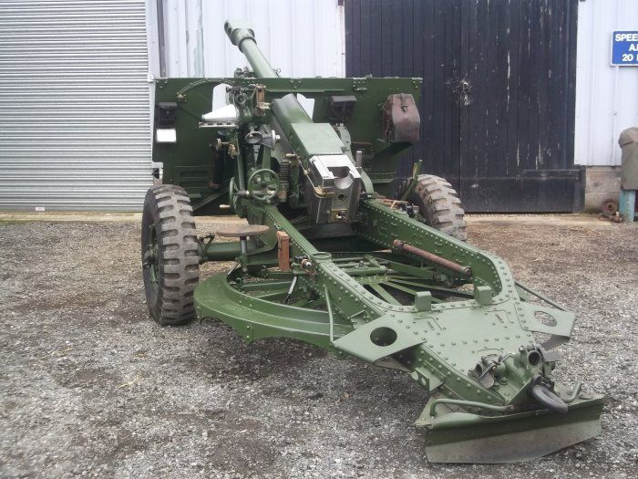 1943 25 Pounder Field Gun Restored in lovely condition,live on FAC. Reduced to £10,000. Unrestored No27 limber also available.