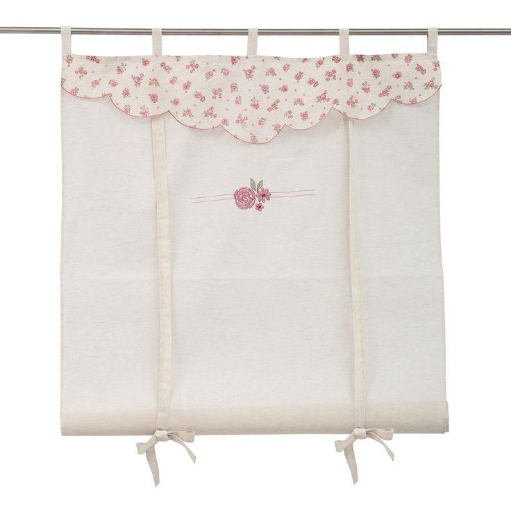 cortina confeccionada con cinco trabillas para colocar en barras la cortinita es de color beige