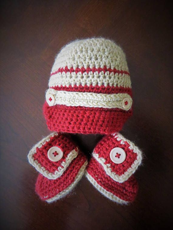 Newborn peaked hat and buttoned booties set
