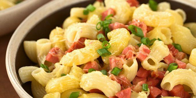 Μαγειρική | Μακαρόνια - 5 συνταγές για καλό καλοκαίρι: Φαρφάλες με γαρίδες, ταλιατέλες με σολομό, μακαρονάδα crudaiola, μακαρονάδα με μελιτζάνες και πολλές ακόμα πεντανόστιμες επιλογές
