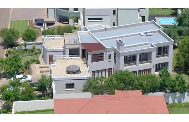 Man Superman Gunman | This aerial image taken from video provided by VNS24/7 shows Oscar Pistorius' home in a gated complex in Pretoria. Photo: AP/ www.ottawacitizen.com