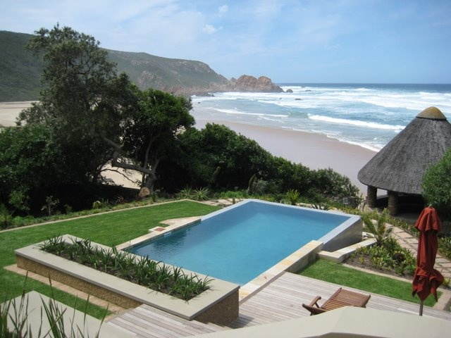 Honeymoon suite at Pezula Resort in Knysna http://vintage.johnnyjet.com/folder/archive/WheresJohnny01232008.html
