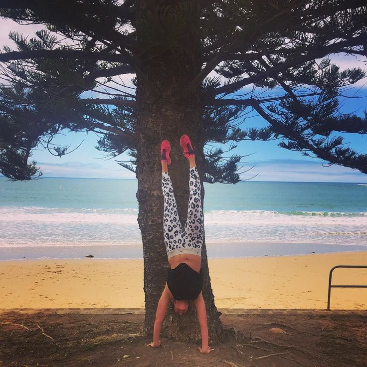 Getting inverted on a Sunday morning!  Exploring the other side of the Victorian coastline this weekend..Torquay is such a beautiful place and definitely worth a visit! #torquay #thetravellingphysio #physio #physiotherapy #handstand #inversion #fitspo #fitness #workout #justdoit #crossfit #training #abs #core #pilates #muscle #strong #crossfitgirls #girlswithmuscle #greatoceanroad #fishostorquay #fishos #beach by thetravellingphysio
