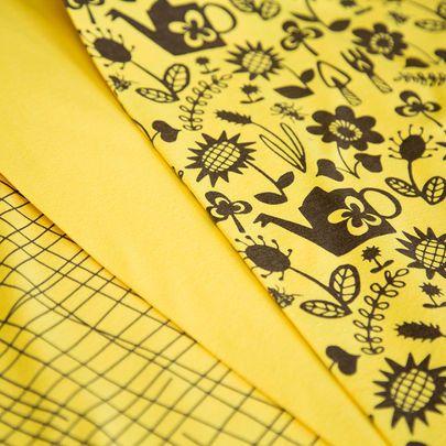 Puutarhahommia-, Risuaita- ja yksivärinen luomujersey, aurinko / Garden works, Criss cross and solid single jersey in sun yellow / Käpynen