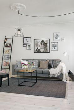 Schne Wohnzimmer Einrichtungsidee Mit Interessanter Stuck Leuchte Im Altbau