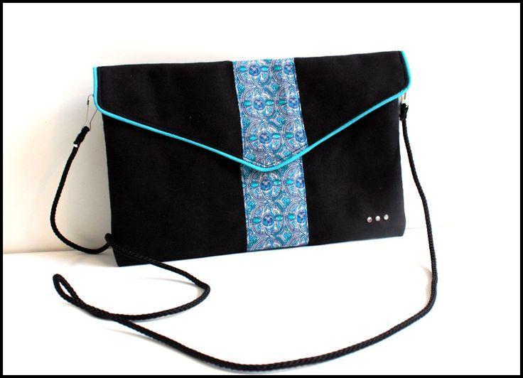 """Pochette """"Sophie"""" en suédine noire et bande en tissu imprimé turquoise"""
