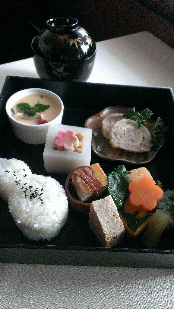 日本人のごはん/お弁当 Japanese Lunch with Tofu Dishes 梅型の生麩とお豆の入っているのは大根で出来た器ですネ(´ω`* )