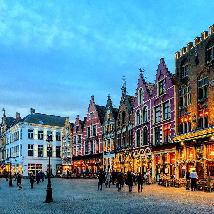 Праздничные огни вечернего Брюгге на площади Маркт. #брюгге #бельгия #архитектура #рождество #огнибрюгге #архитектурабрюгге #рождествобрюгге #экскурсиябрюгге #экскурсия #брюггеэкскурсия #брюггегид #гидбрюгге #гидбрюггеольга