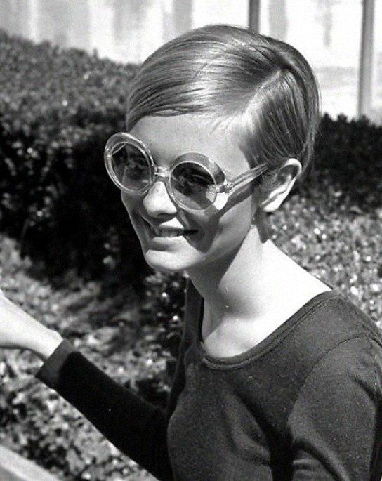 Iconic Photo Of 60s Model Twiggy In Transparent Bug-Eye Sunglasses
