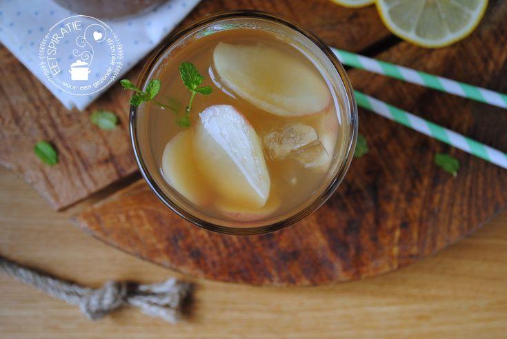Perzik ice tea maken is makkelijker dan je denkt! Dit recept is met echte thee en echte perziken, anders dan de supermarkt ice tea's.