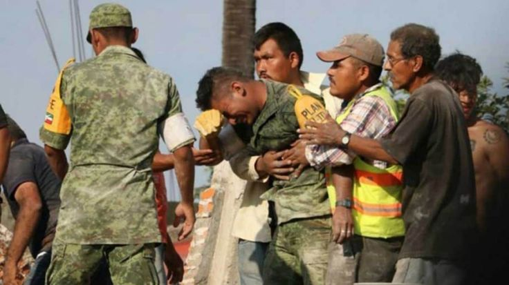 Terremoto en México: el desgarrador llanto de un soldado por no haber podido rescatar entre los escombros a una madre y su hija con vida      Los equipos de rescate trabajan día y noche para encontrar a los últimos sobrevivientes tras el devastador terremoto en México. En las últimas horas se difundió una…