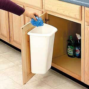 La basura en la cocina debe mantenerse fuera de la vista y ser vaciada regularmente.