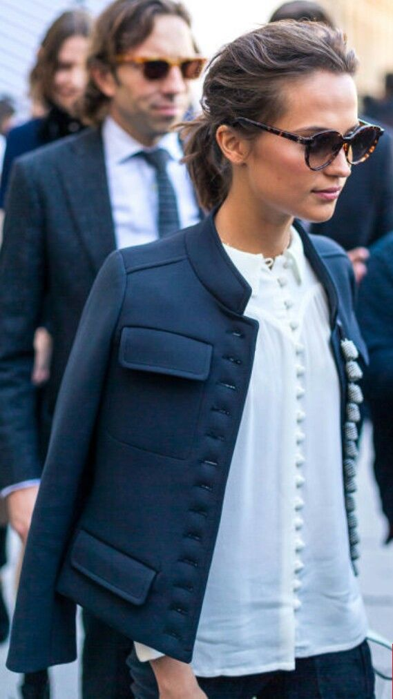 Casual, structured. Neutrals - navy, white. Pulled back hair.
