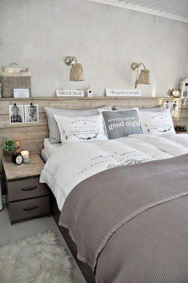 Style scandinave dans cette chambre aux murs peints de couleur gris perle et une déco 100% récup avec une tête de lit palette, des boites de récup et des abat jour en tissus