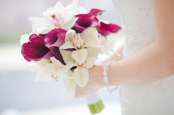 brautstrauss pinke callas weiße orchideen brautkleid hochzeit