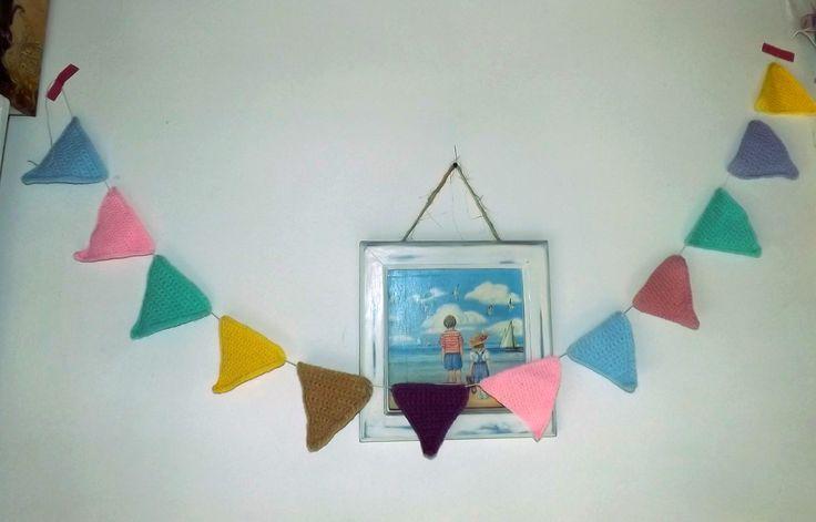 Guirnalda, triángulos de crochet. Decorar espacios