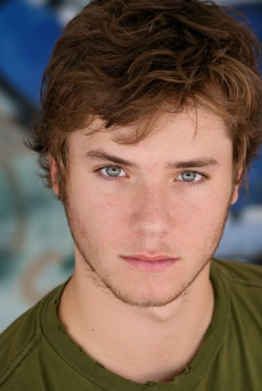 jeremy sumpter... if you dont think he is the most beautiful man alive, you need to go eat carrots cuz guuurrrl you BLIND