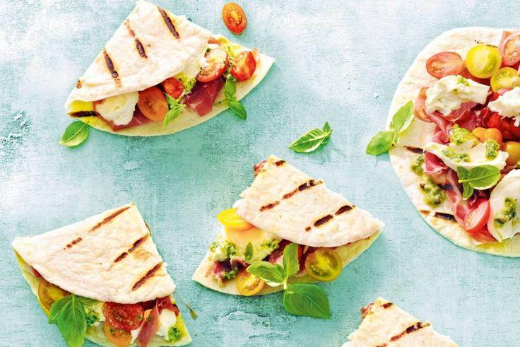 Triple Italiaans: platbrood uit Italië, ham uit Italië én kaas uit Italië - Recept - Allerhande