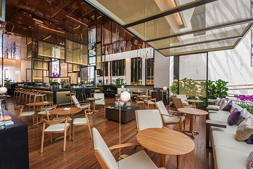 Paris and São Paulo-based Carbondale has completed Piselli, a high-end restaurant in the central plaza of São Paulo's Iguatemi Faria Lima building.