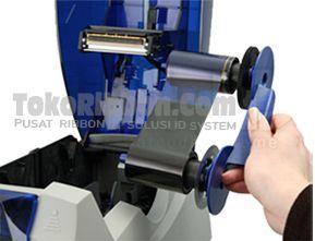 Cara Memasang Ribbon Printer Datacard SP25 Plus merupakan bagian ke-2 dalam instalasi printer Datacard SP25 Plus.   Caranya mudah, cukup dengan memasukkan ribbon Datacard SP25 plus ke cartridge-nya.