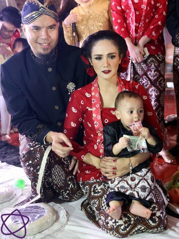 Ahmad Dhani mengatakan prosesi tedak siten dari anaknya dihadiri oleh arwah leluhur.