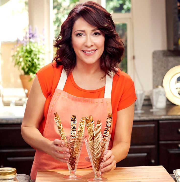 """Patricia Heaton on the set of her new show""""Patricia Heaton Parties;"""" Photo: Food Network Patricia Heaton has been in many American homes playing some of TV's most iconic moms. Now it is time to come into hers. The actress, who has played Debra Barone on """"Everybody Loves Raymond"""" and Frankie Heck on"""