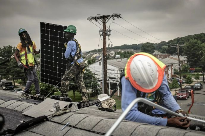 Nonprofit installs solar panels on roofs of lower-income households — free She looked for different ways to save money. Through the Department of Energy and Environment's Low Income Home Energy Assistance Program, she qualified for a solar energy program and was  with...   #ActOnClimate     #climatechange      #climate      #paris     #energy     #solarenergy