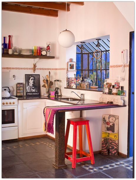 This house combines all types of styles and colors with a lot of personality, it has everything like: color, objects of charm, originali...