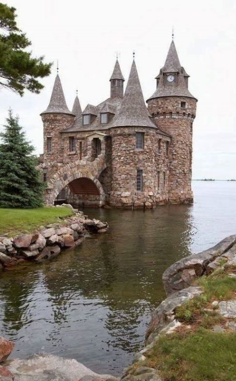 this is part of Boldt castle in the 1000 islands.... went there as a kid this was my favorite building on the island