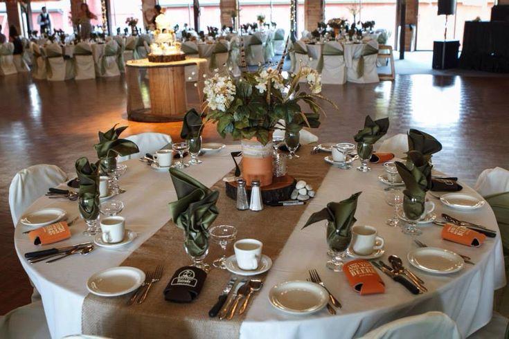 Rustic wedding centerpiece burlap runner wedding ideas for Decoration e