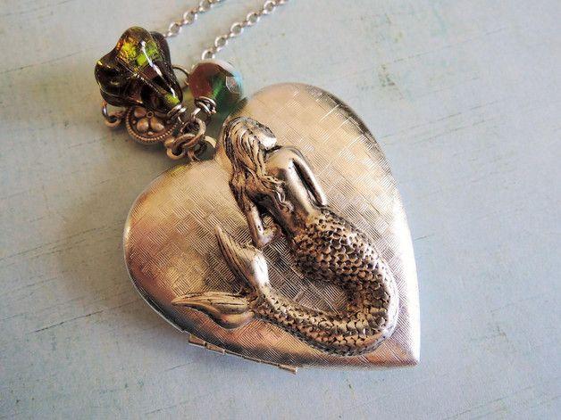 Antiek zilver foto medaillon hart zeemeermin ketting vrouwen Antiek zilver foto medaillon ketting om veilig uw foto of geheim in dit leuke medaillon te steken mooie gift voor haar. Dit is een...