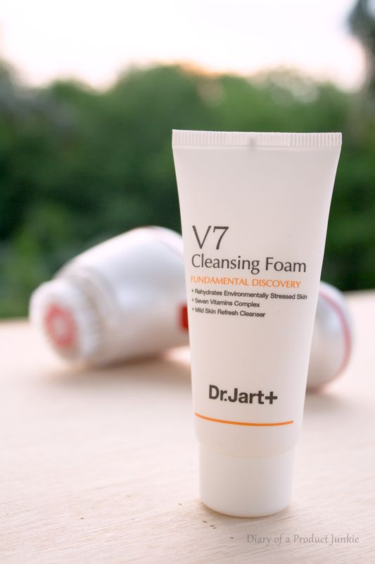 Cleansing foam from dr. Jart V7 that is slightly disappointing for my skin.