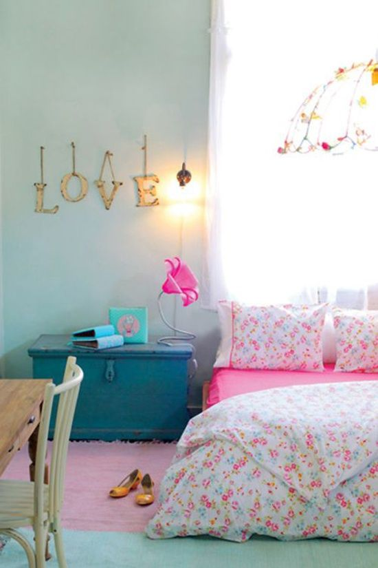 Meisjes kamer. Mooie kleuren, en die letters aan een haakje, super
