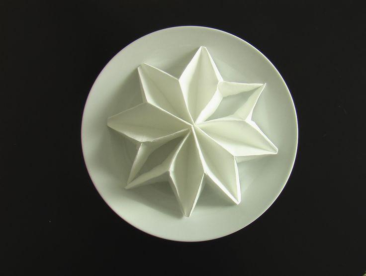 plier une serviette en poinsettia! origami fold napkins