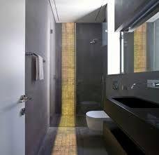 25 beste idee n over lange smalle badkamer op pinterest smalle badkamer badkamers en kleine - Badkamers bassin italiaanse design ...