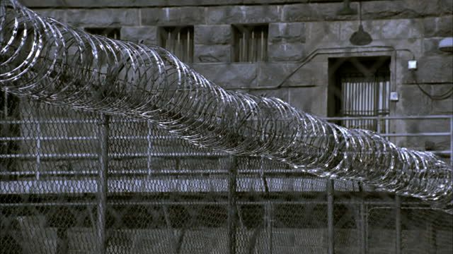 barbed-wire-fence-outside-folsom-state-prison-folsom-california-usa-video-id1406-29 (640×360)