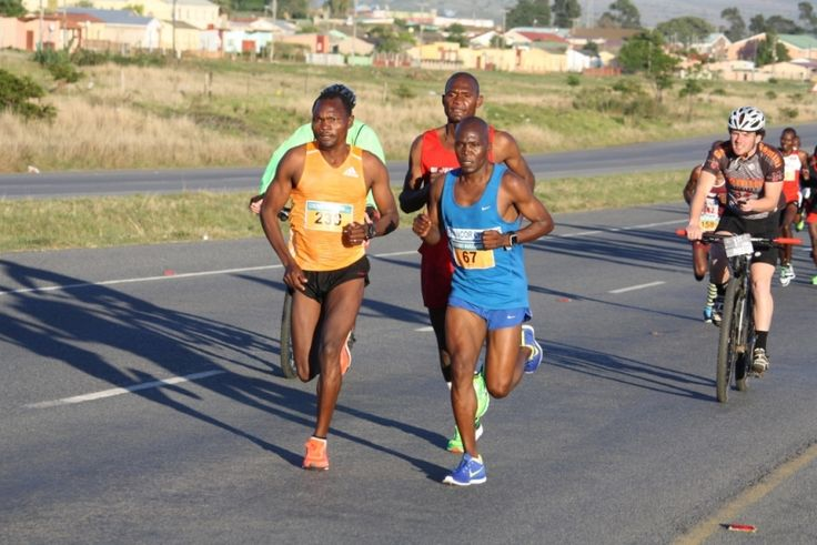 LOVE this picture of #Muzhingi & Matshipa during #LegendsMarathon 2014 #BattleOfTheGiants http://showme.co.za/east-london/wp-content/blogs.dir/35/files/legends-marathon/img_1535_0.jpg