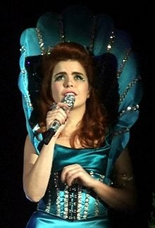 "Paloma Faith ""Picking Up The Pieces"""