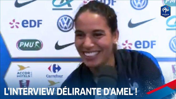 Difficile pour Amel MAJRI de poursuive son interview avec Wendie Renard, Jessica Houara-D'Hommeaux et Amandine Henry derrière la caméra !
