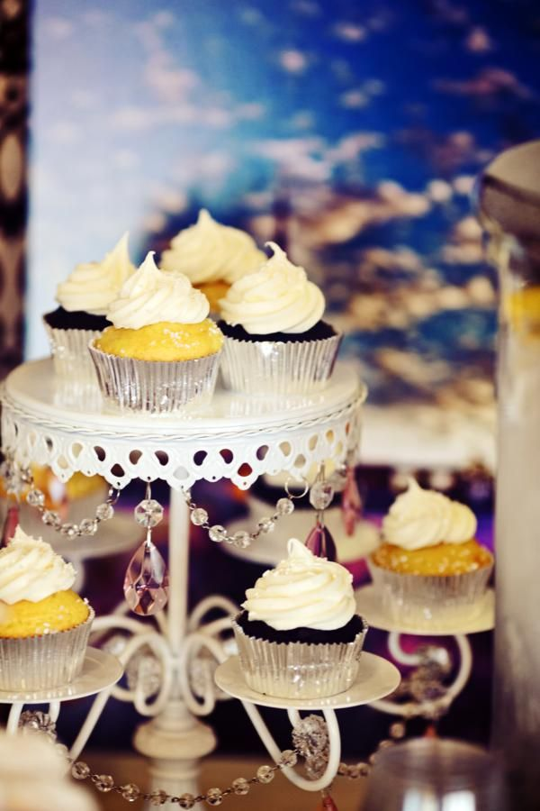 8 best Mini Cupcakes images on Pinterest Mini cupcakes, Cupcake - küchenbuffet shabby chic
