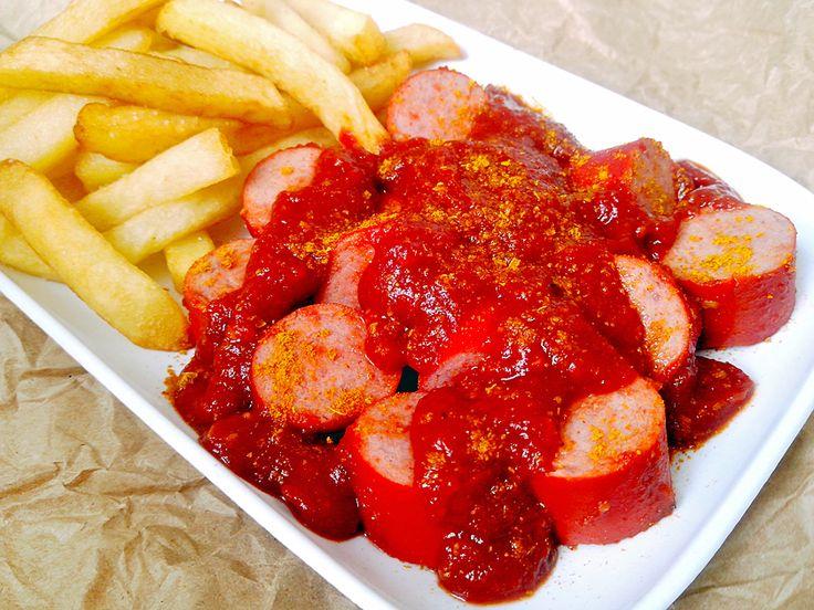 Receita de Berliner Currywurst (Salsichas com molho de tomate com curry tradicionais de Berlim)