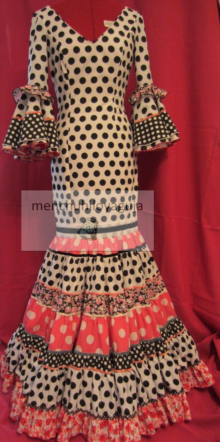 Seguramente cuando ves un traje de flamenca  que te ha gustado o cuando piensas en su diseño, te planteas los  adornos  que le quieres poner...