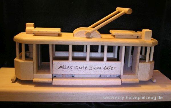 Spielzeug Strassenbahn aus Holz mit Gravur