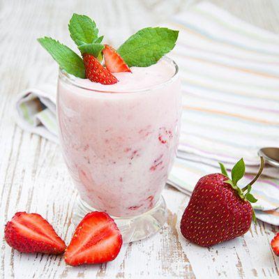 Yogourt frappé aux fraises et à la mangue