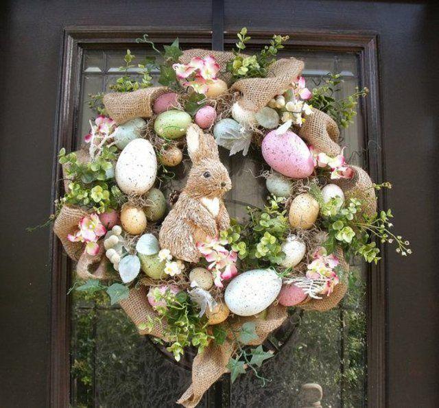 couronne de Pâques originale pour la porte d'entrée