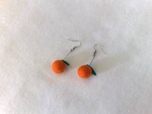 felted oranges (earings) sooooooo cute!!