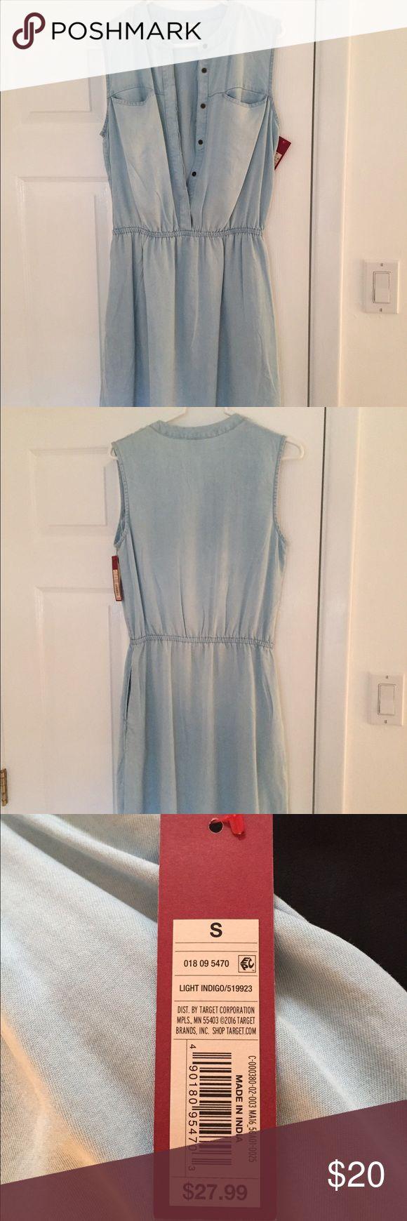 NWT chambray dress Chambray dress. Above the knee with pockets Merona Dresses Mini