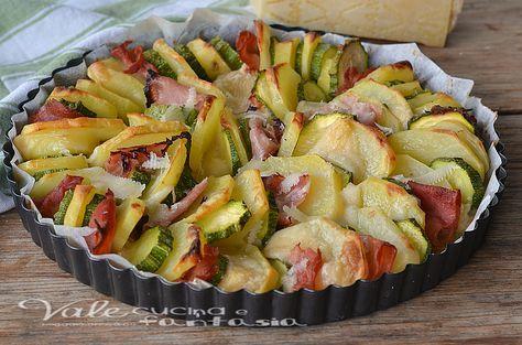 Teglia di patate zucchine prosciutto e grana al forno